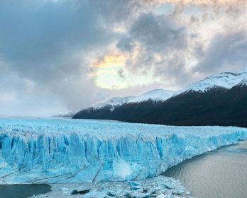 Come and visit this majestic glacier!